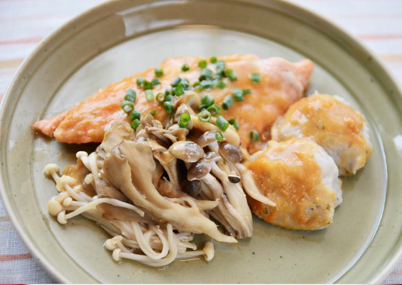 秋鮭とキノコと里芋団子のホイル蒸し